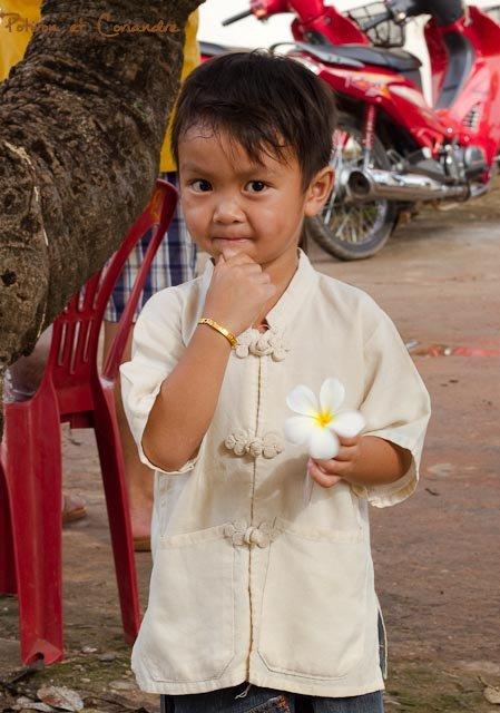 enfant à la fleur