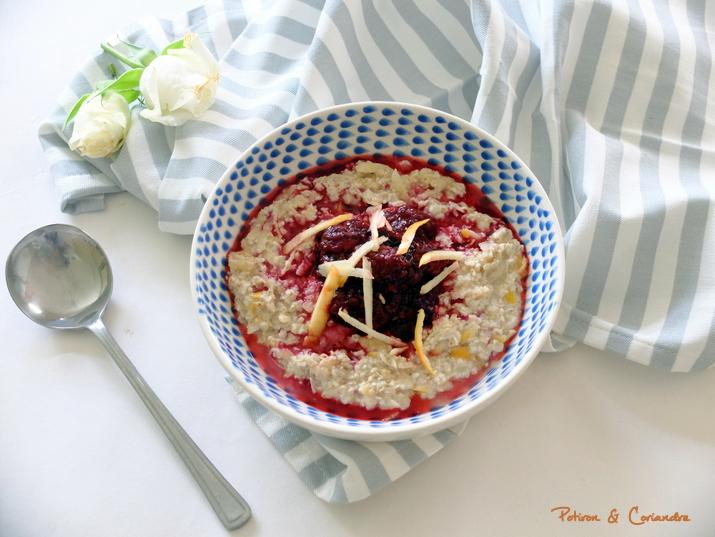 Porridge pomme et compotée de fruits rouges