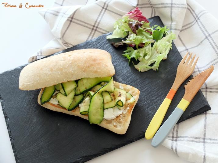 Sandwich à la courgette grillée et fromage de chèvre