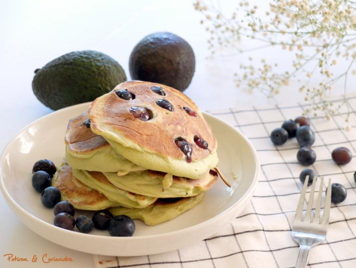 Pancakes avocat-myrtilles