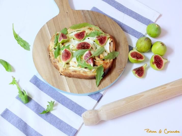 Pizza aux figues blanches, fromage de chèvre et miel