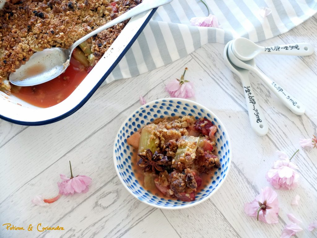 Crumble fraise-rhubarbe à la badiane