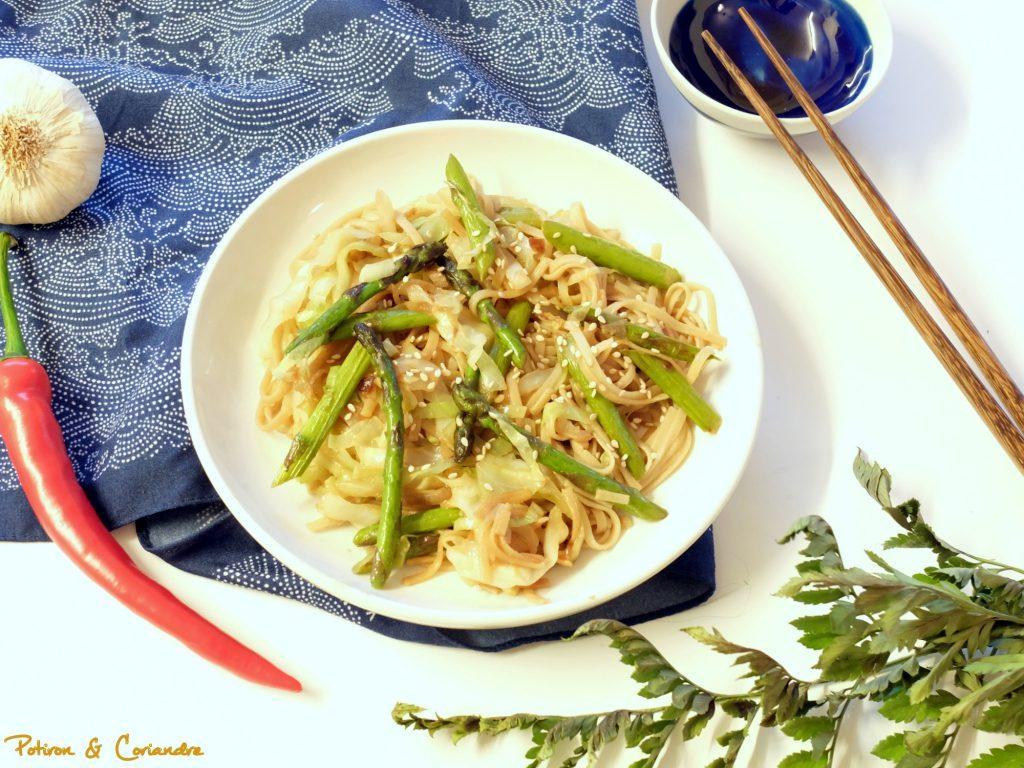 Nouilles de riz sautées aux asperges vertes et miso blanc